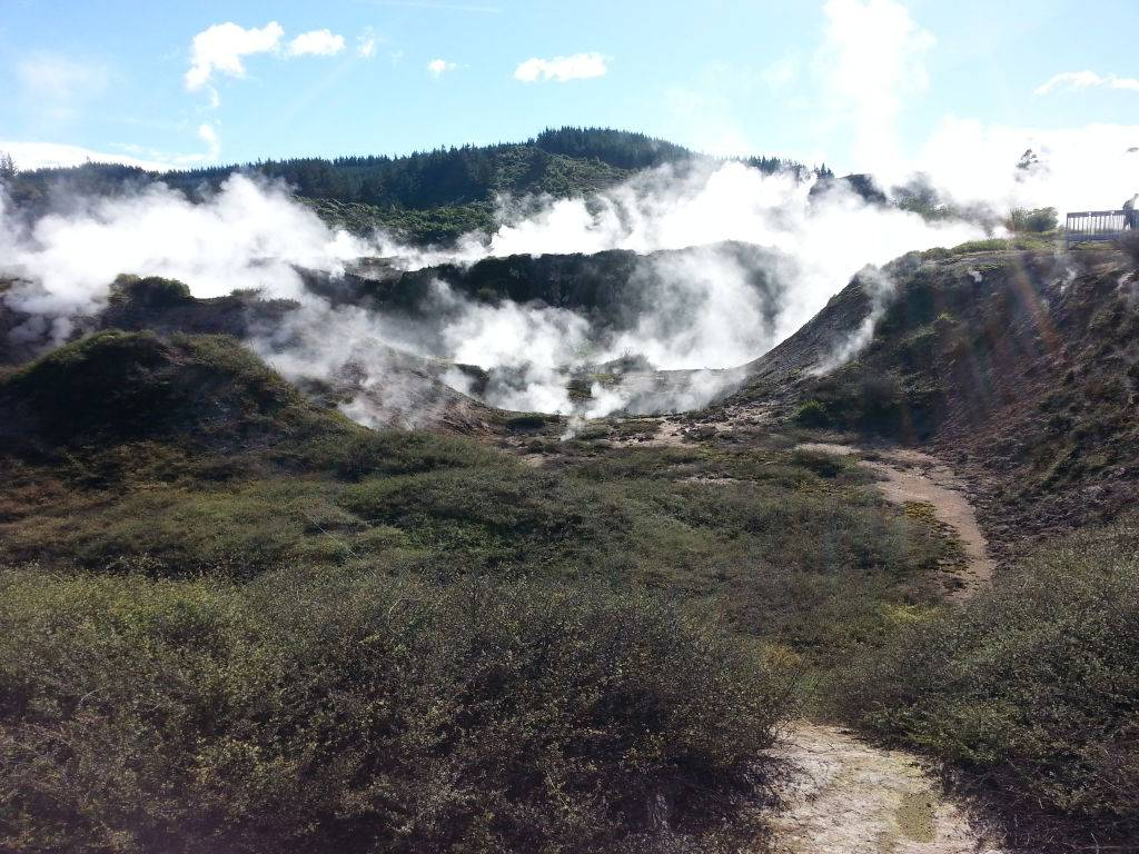 craters of the moon taupo geothermal new zealand