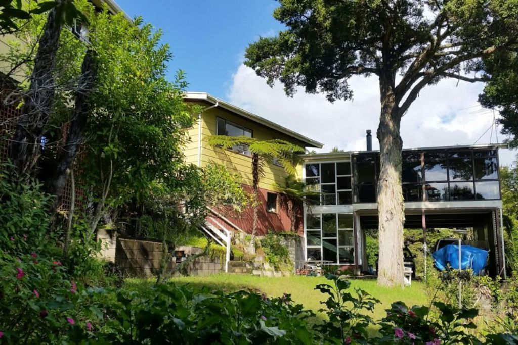 https://www.airbnb.co.nz/rooms/13196469?s=8YA8bCog