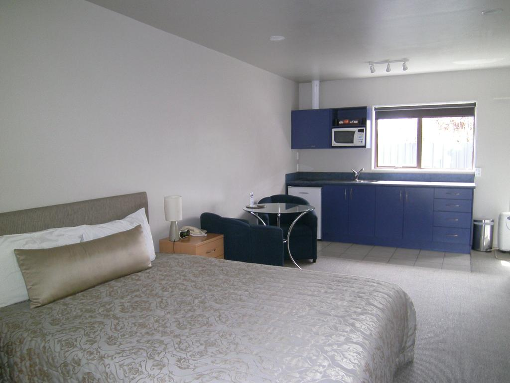 Anchorage Motel Apartments