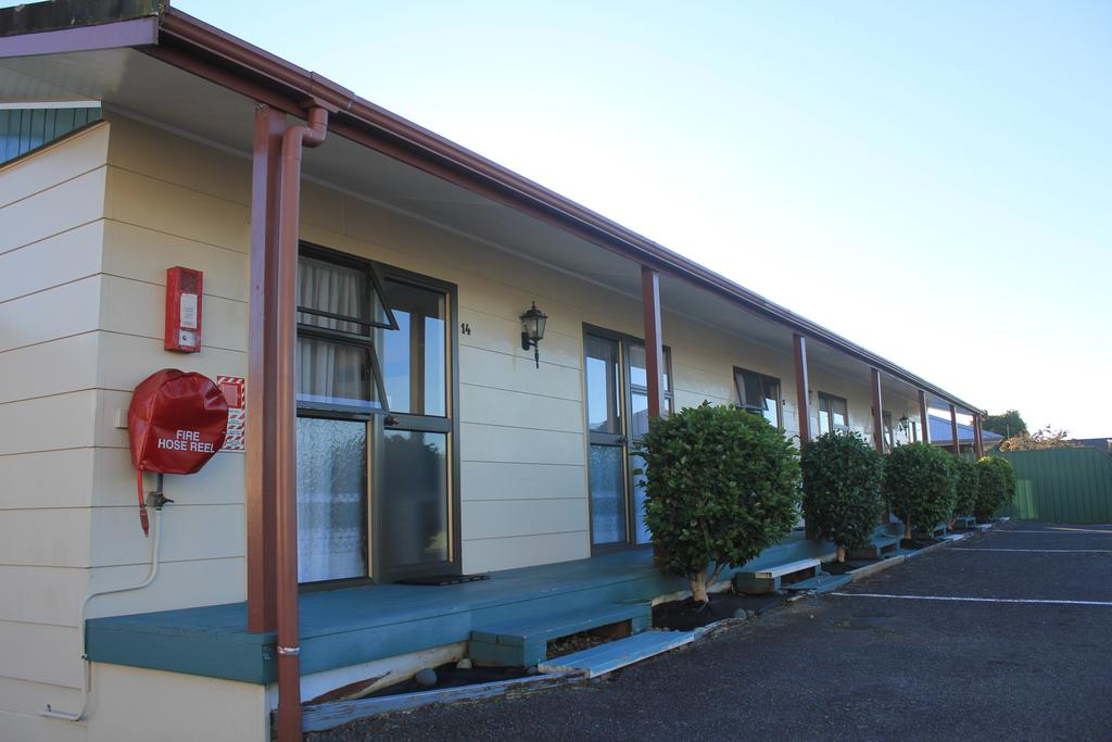 Coronation Court Motel