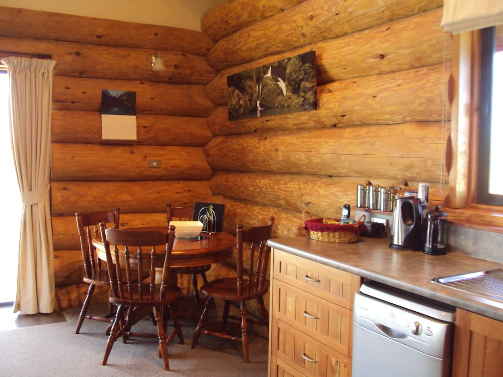 The Hollows Luxury Log Cabin