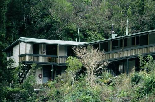 5 Best Backpacker Hostels in Fiordland National Park