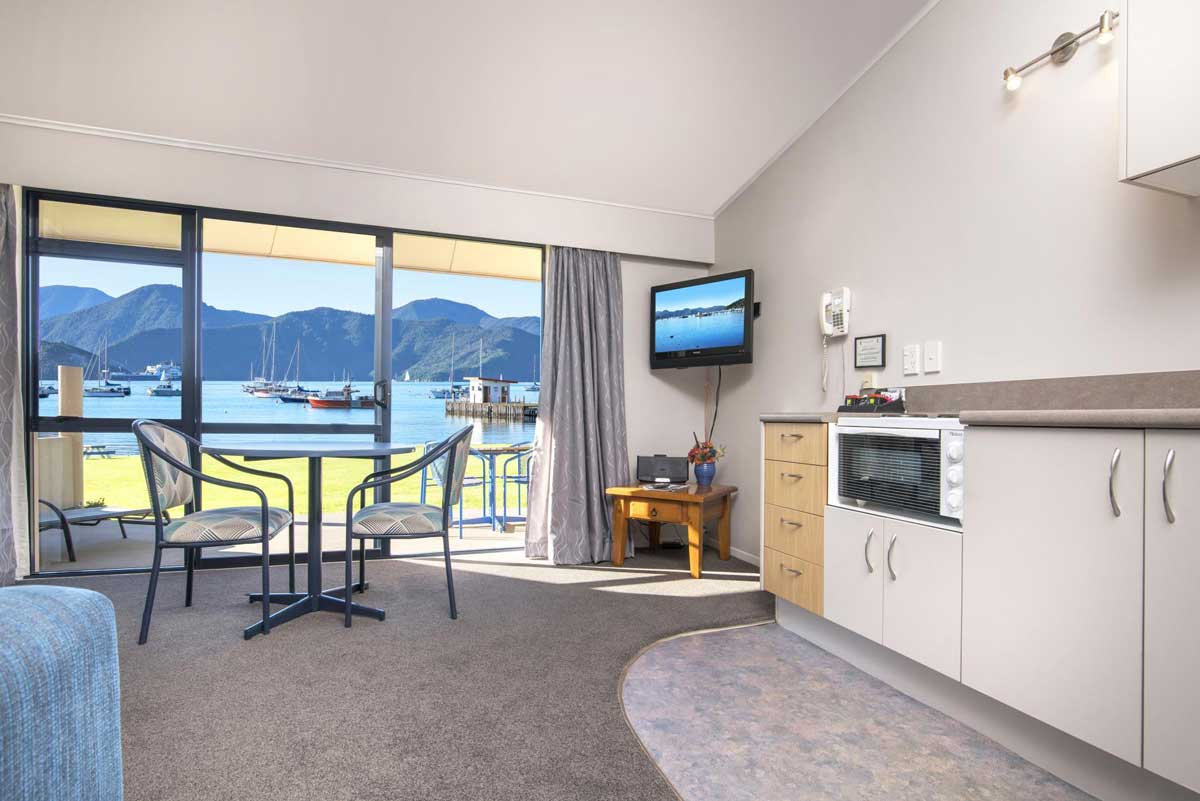 Bay Vista Waterfront Motel Picton