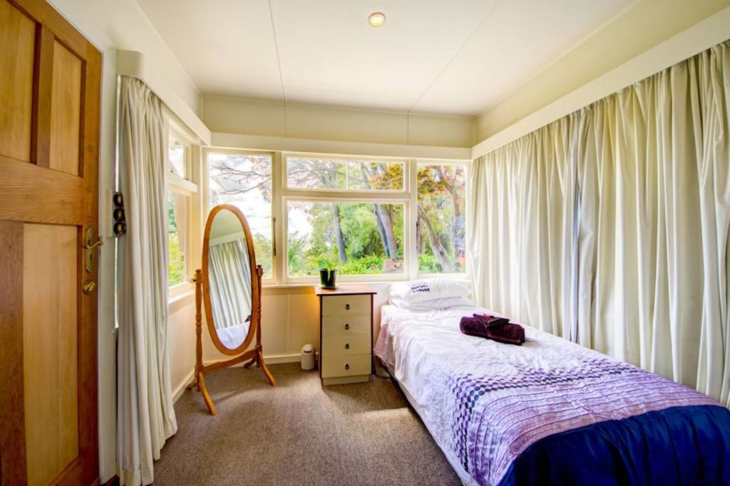 https://www.airbnb.co.nz/rooms/11530230?s=8YA8bCog