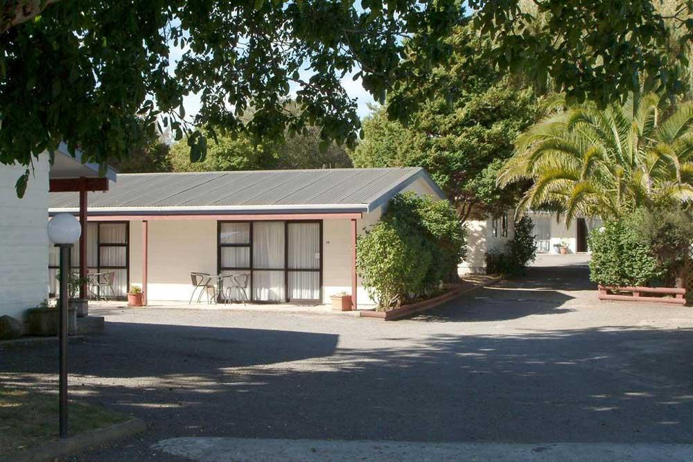 Camellia Court Family Motel