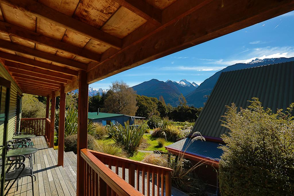 5 Best Romantic Accommodation in Haast